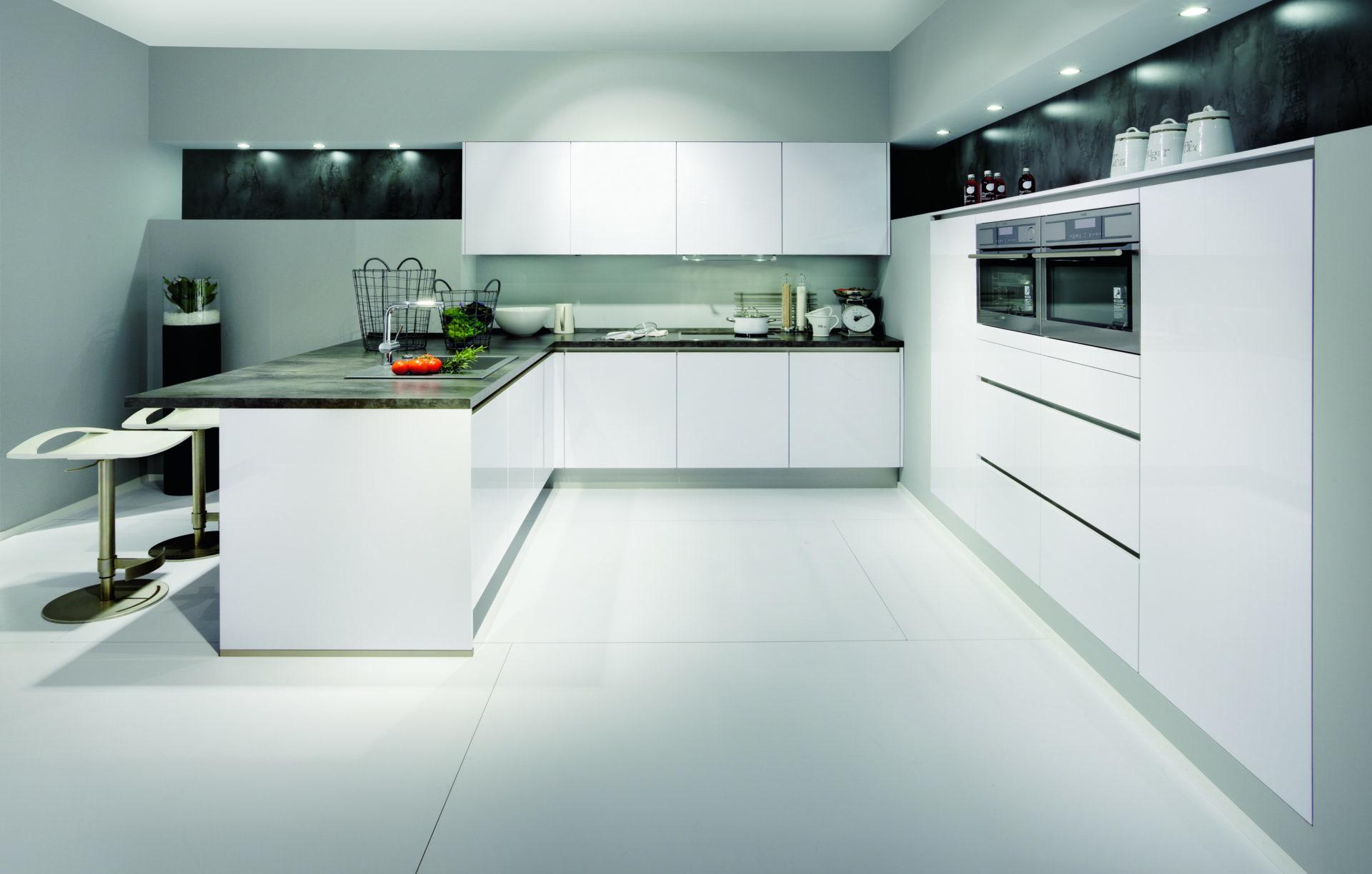 Moderne keukens beleef je bij Keukenhuiz in De Westereen - Friesland