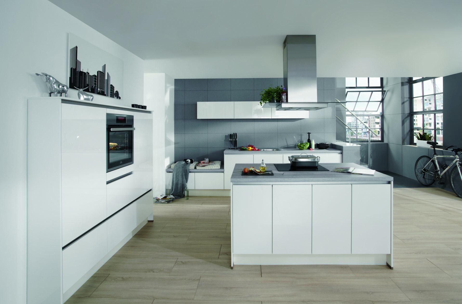 Design Keuken : Moderne keukens met strak lijnenspel. Hoogglans keuken ...