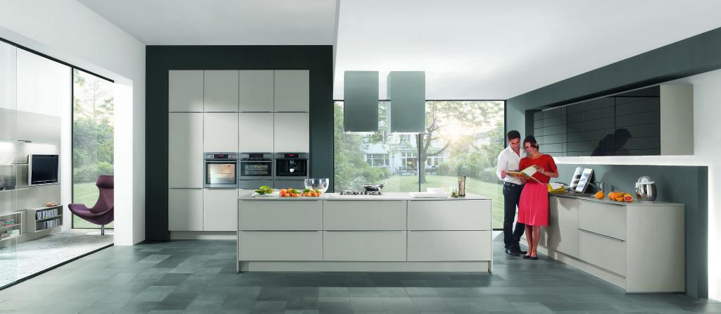 Moderne Keukens Friesland : Moderne keukens beleef je bij Keukenhuiz ...