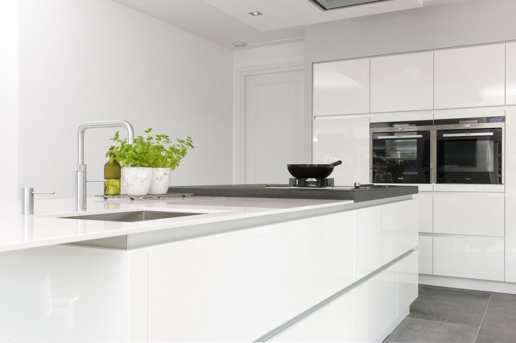 Greeploze Witte Keuken : Bekijk hier onze greeploze keukens u keukenmaxx